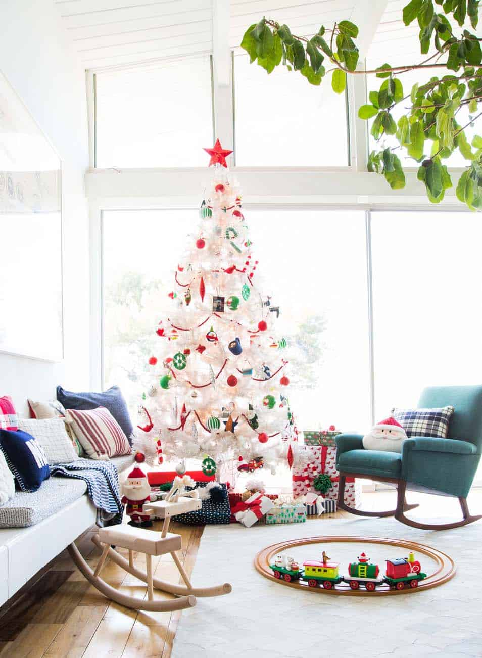 30 Most amazing Christmas decorated trees for some holiday ... - photo#38