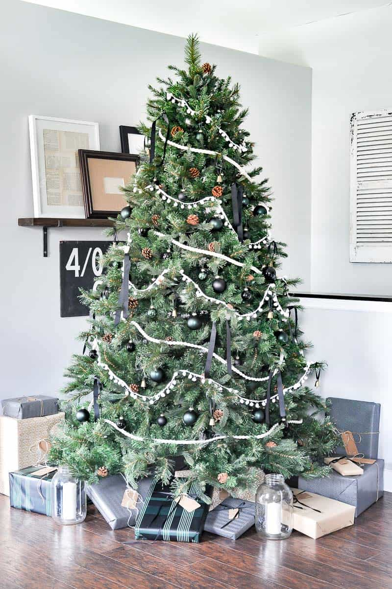 Amazing Christmas Decorating Trees-04-1 Kindesign