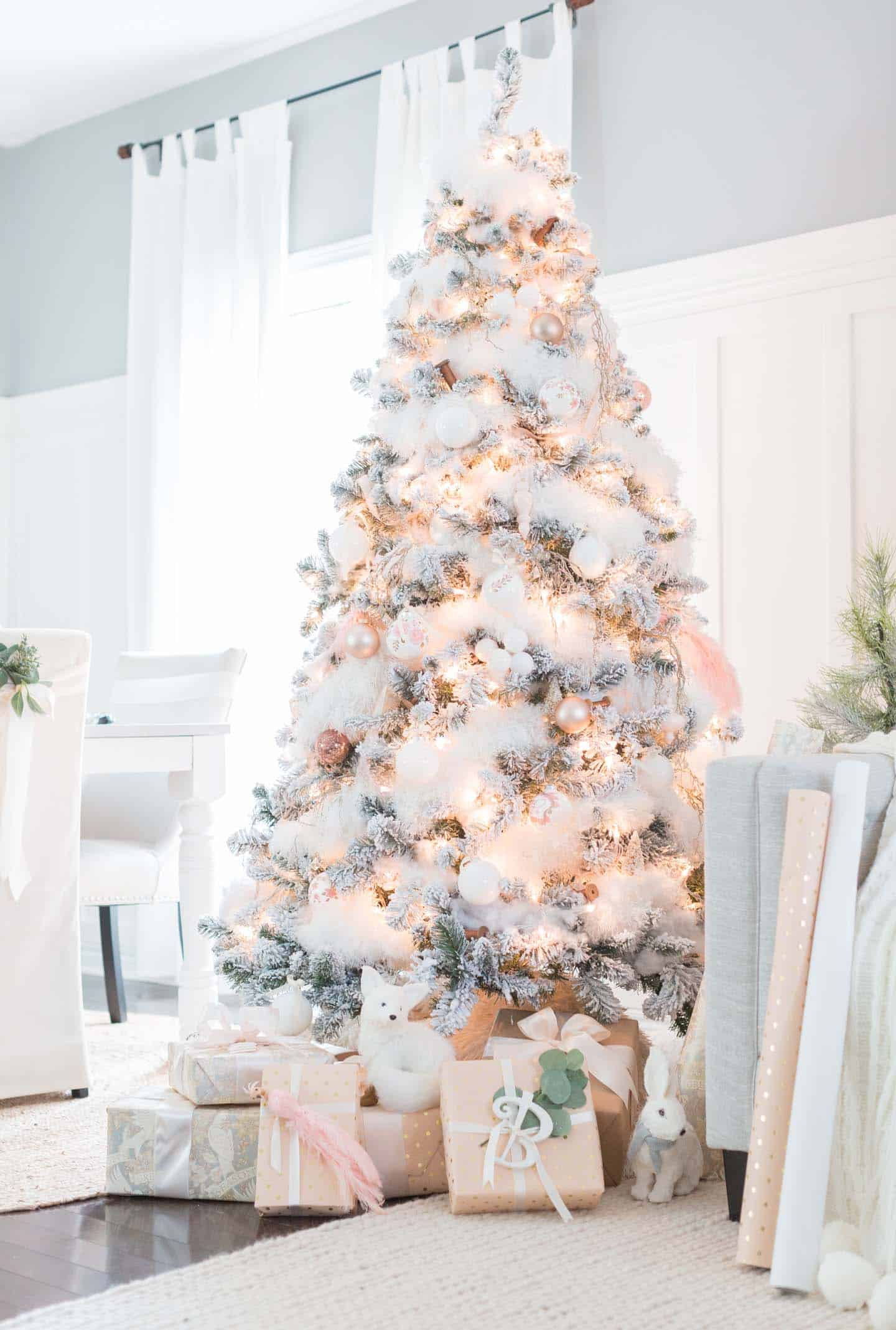 30 Most amazing Christmas decorated trees for some holiday ... - photo#5