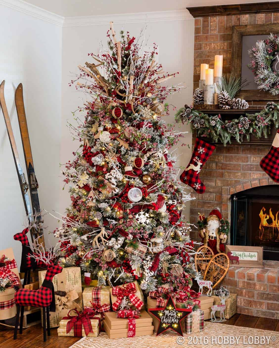 30 most amazing christmas decorated trees for some holiday sparkle. Black Bedroom Furniture Sets. Home Design Ideas