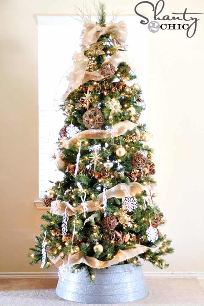 30 Most amazing Christmas decorated trees for some holiday ... - photo#6