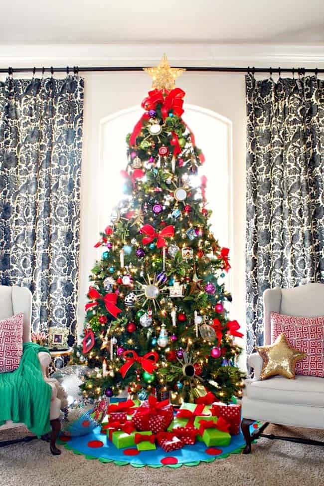 30 Most amazing Christmas decorated trees for some holiday ... - photo#10