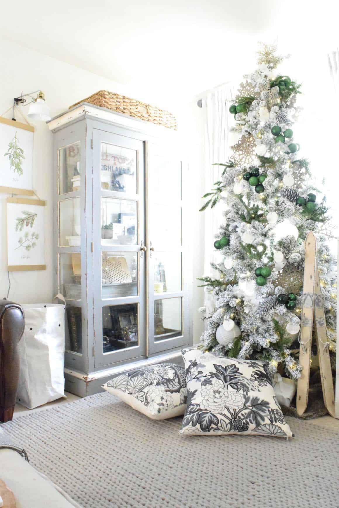 Amazing Christmas Decorated Trees-23-1 Kindesign