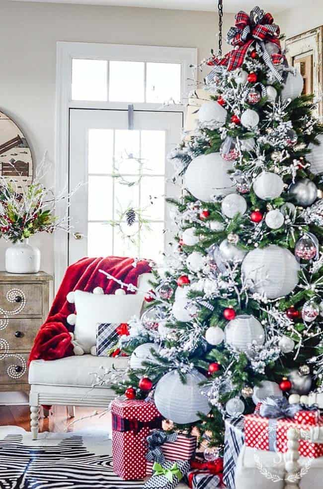 30 Most amazing Christmas decorated trees for some holiday ... - photo#42