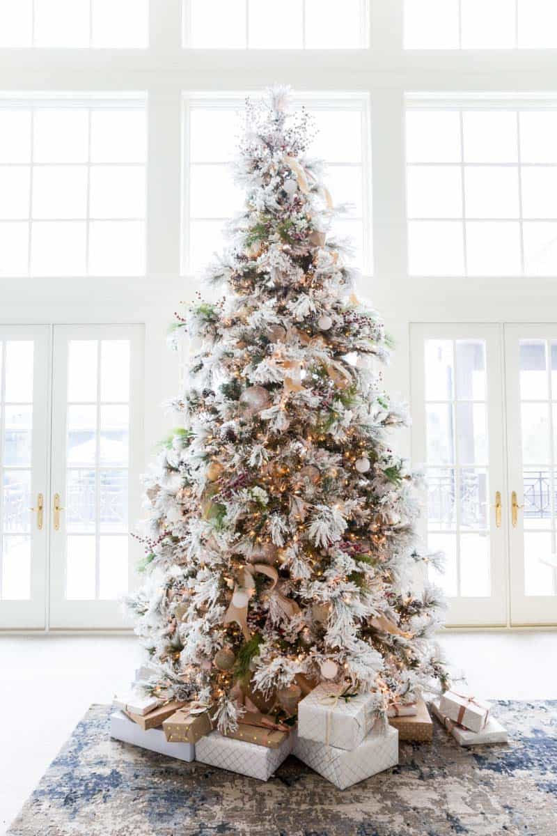 30 Most amazing Christmas decorated trees for some holiday ... - photo#26