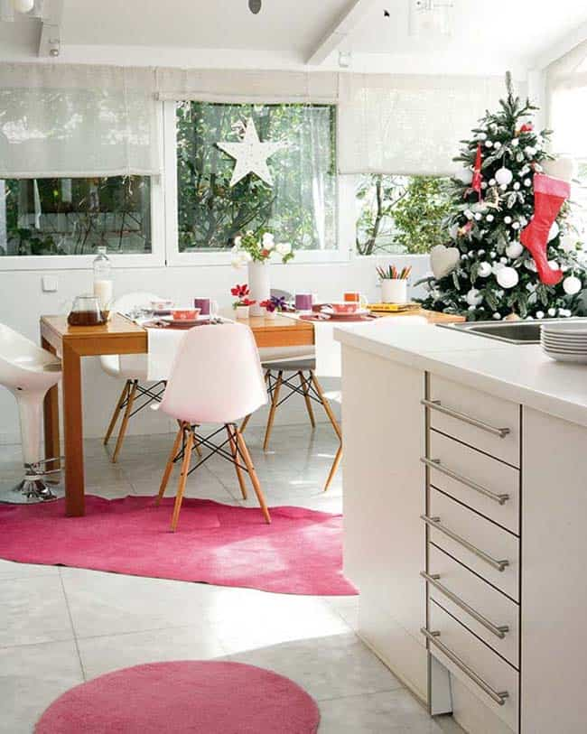 Beautifully Decorated Christmas Home-07-1 Kindesign