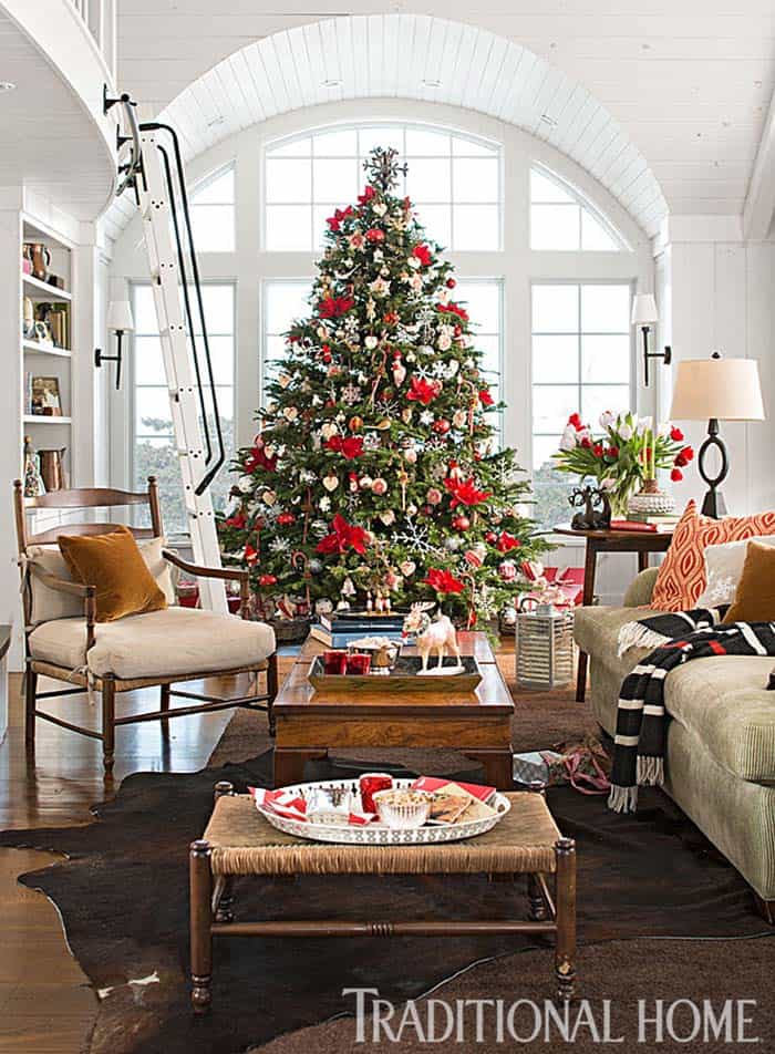 Inviting christmas decorated stone cottage in new england - Christmas decorations for the living room ...