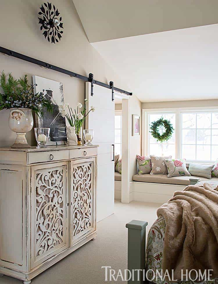 Christmas Decorated Stone Cottage-09-1 Kindesign