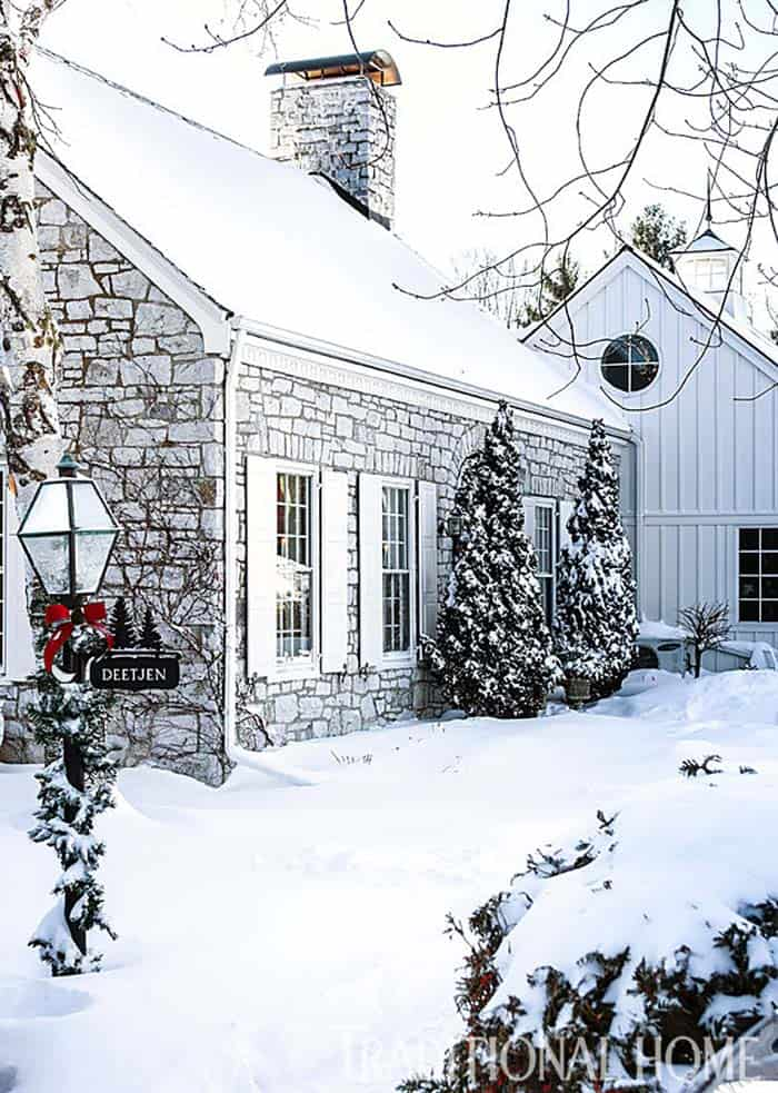 Christmas Decorated Stone Cottage-11-1 Kindesign