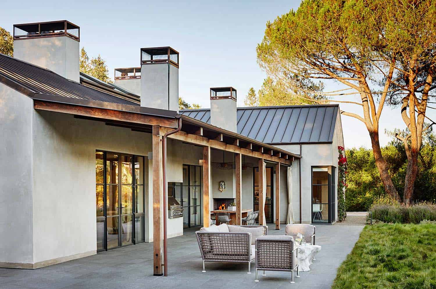 Contemporary courtyard house in Portola Valley provides