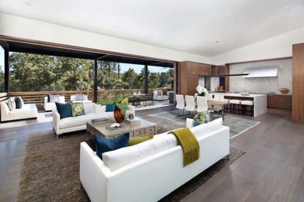 featured posts image for Courtyard home offers a fresh and contemporary aesthetic in California
