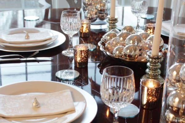 featured posts image for 26 Festive and glamorous party table settings for New Year's Eve