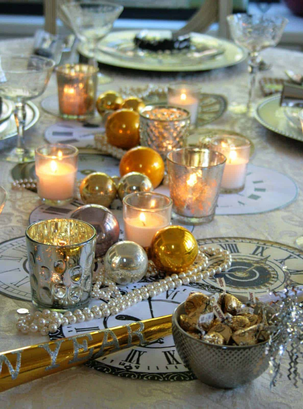 Glamorous Party Table Settings For New Years Eve-13-1 Kindesign