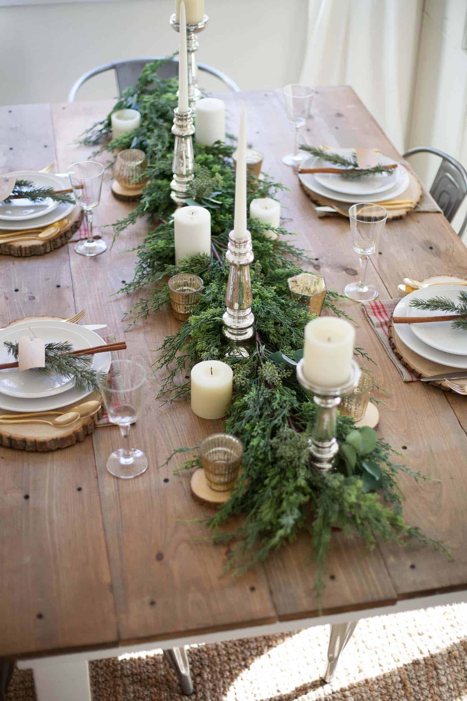 inspiring dining table christmas decor ideas 01 1 kindesign - Dining Room Christmas Decorations