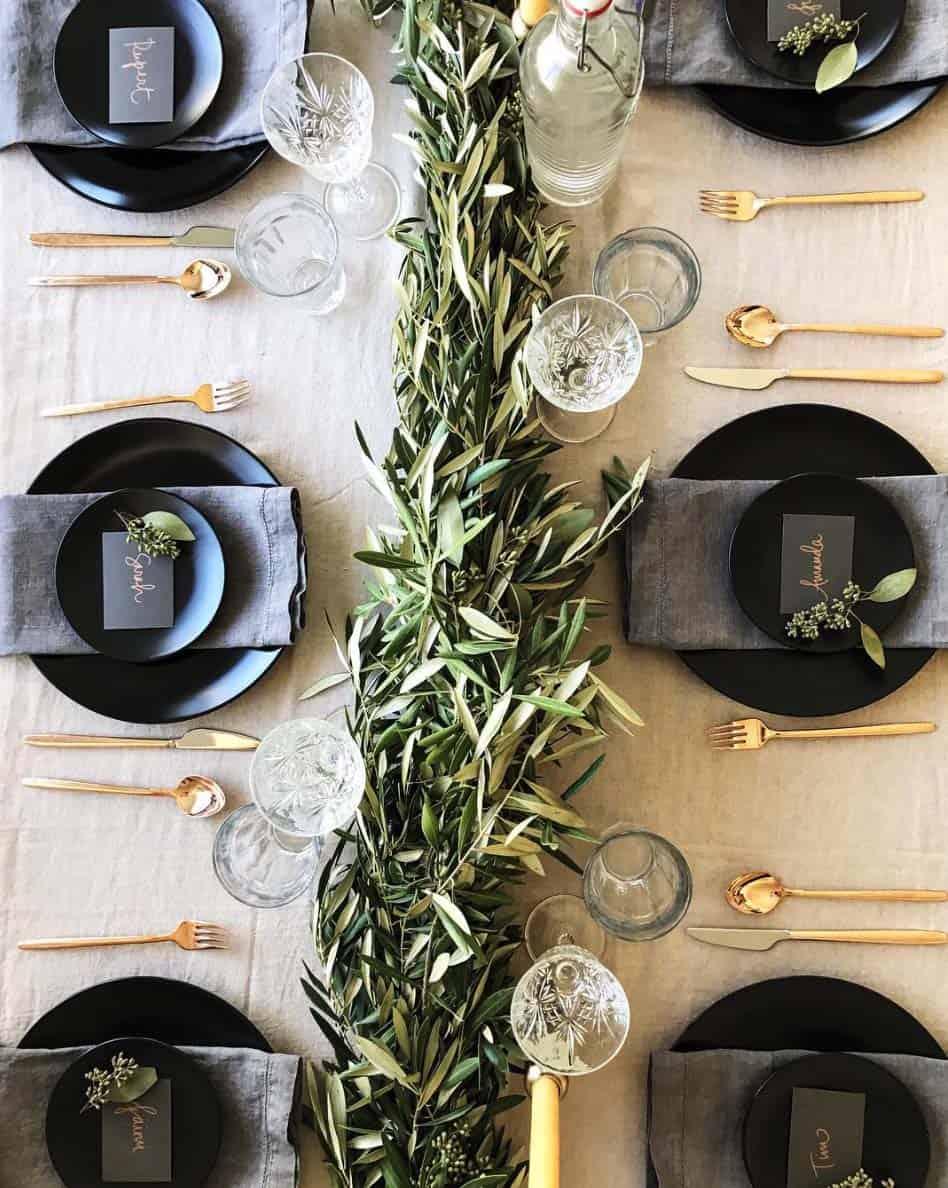 Inspiring Dining Table Christmas Decor Ideas-05-1 Kindesign
