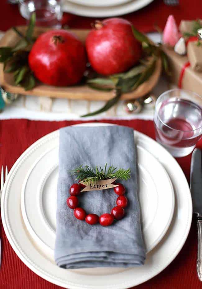 Inspiring Dining Table Christmas Decor Ideas-15-1 Kindesign