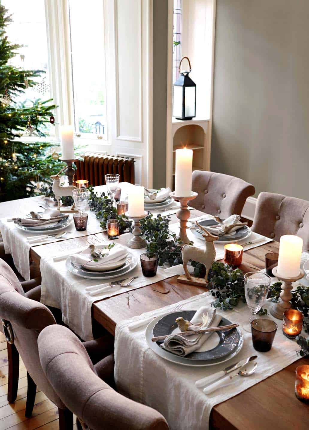 Inspiring Dining Table Christmas Decor Ideas-17-1 Kindesign