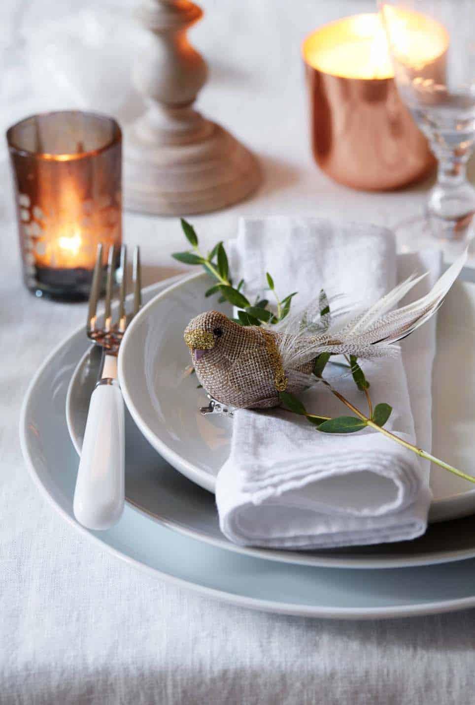 Inspiring Dining Table Christmas Decor Ideas-18-1 Kindesign