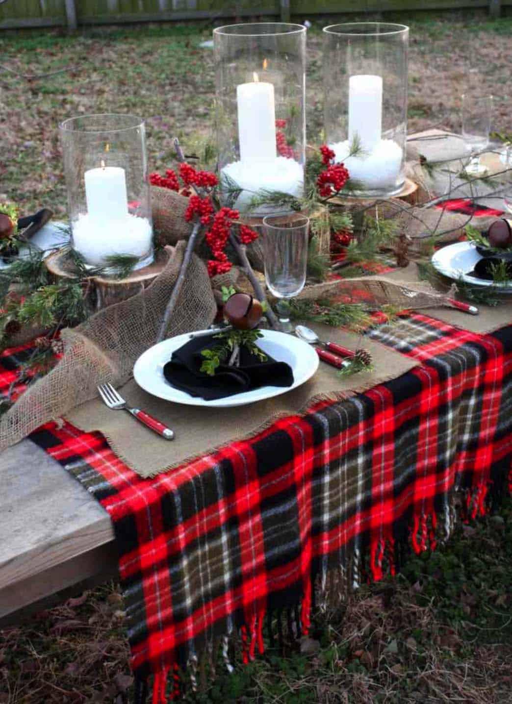 Inspiring Dining Table Christmas Decor Ideas-22-1 Kindesign