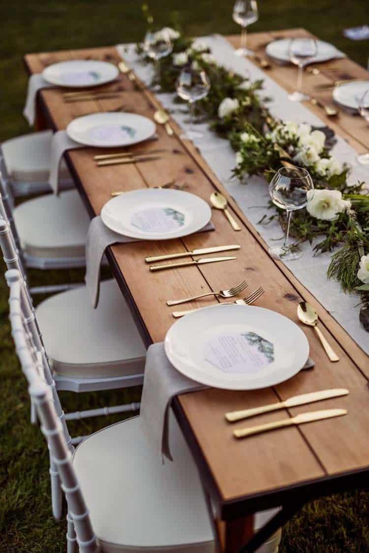 Inspiring Dining Table Christmas Decor Ideas-25-1 Kindesign