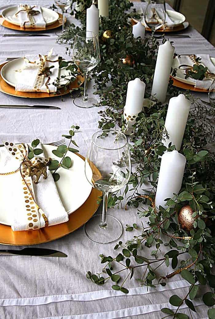 Inspiring Dining Table Christmas Decor Ideas-29-1 Kindesign