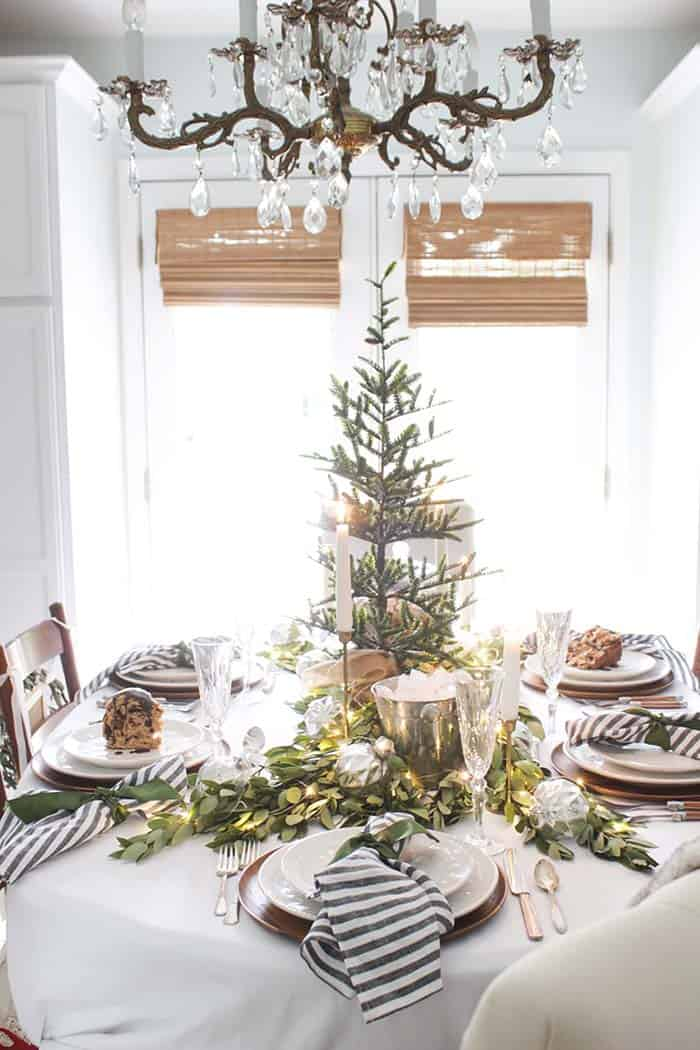 Fine 33 Inspiring Christmas Decor Ideas To Elevate Your Dining Table Home Interior And Landscaping Eliaenasavecom