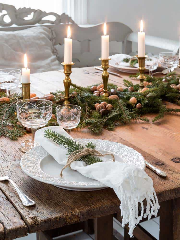 Inspiring Dining Table Christmas Decor Ideas 31 1 Kindesign