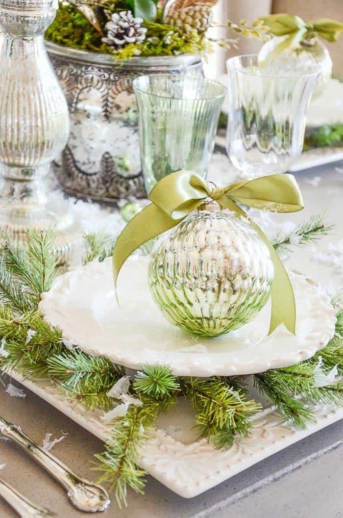 Inspiring Dining Table Christmas Decor Ideas-33-1 Kindesign