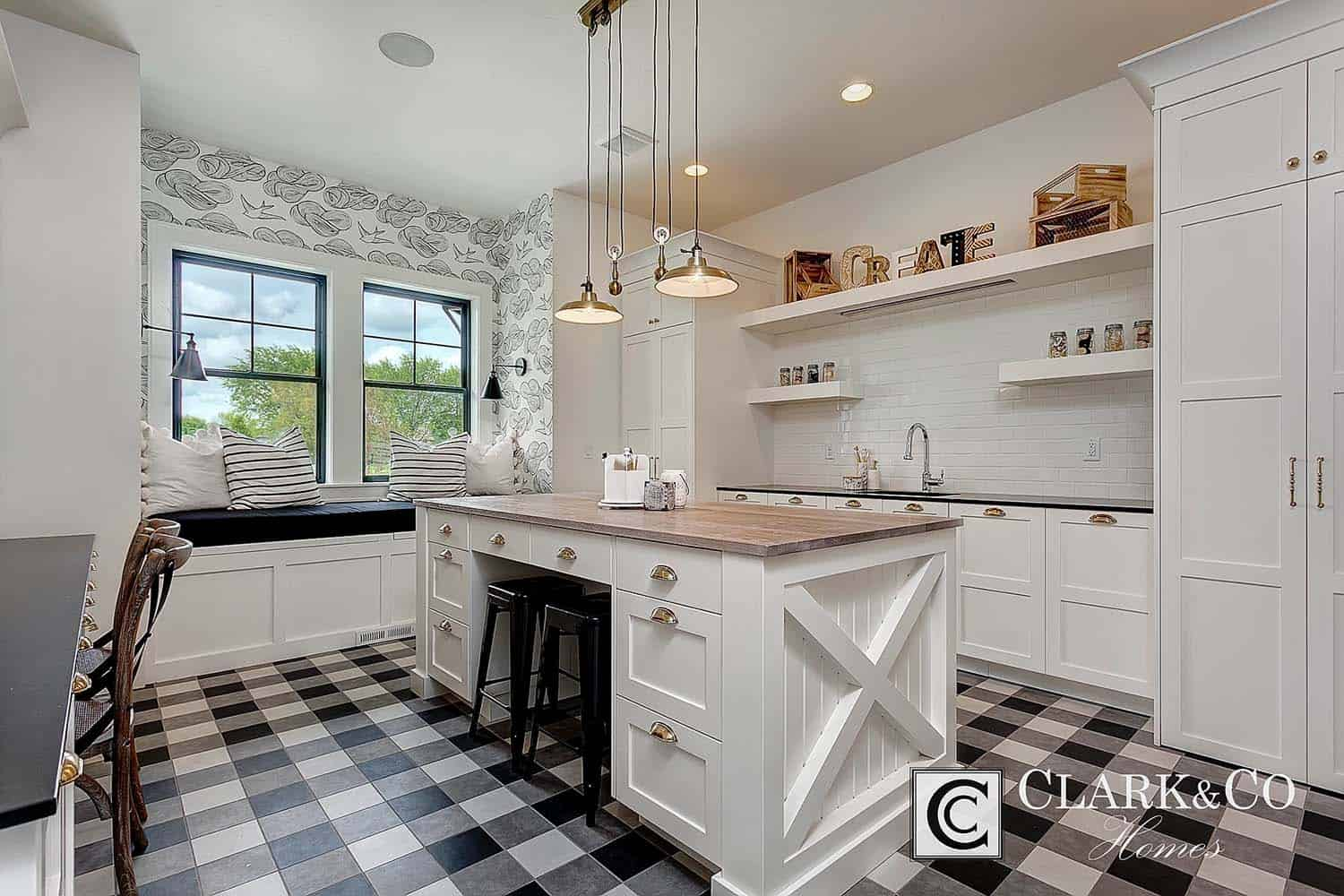Modern Farmhouse Style-Clark and Co Homes-10-1 Kindesign