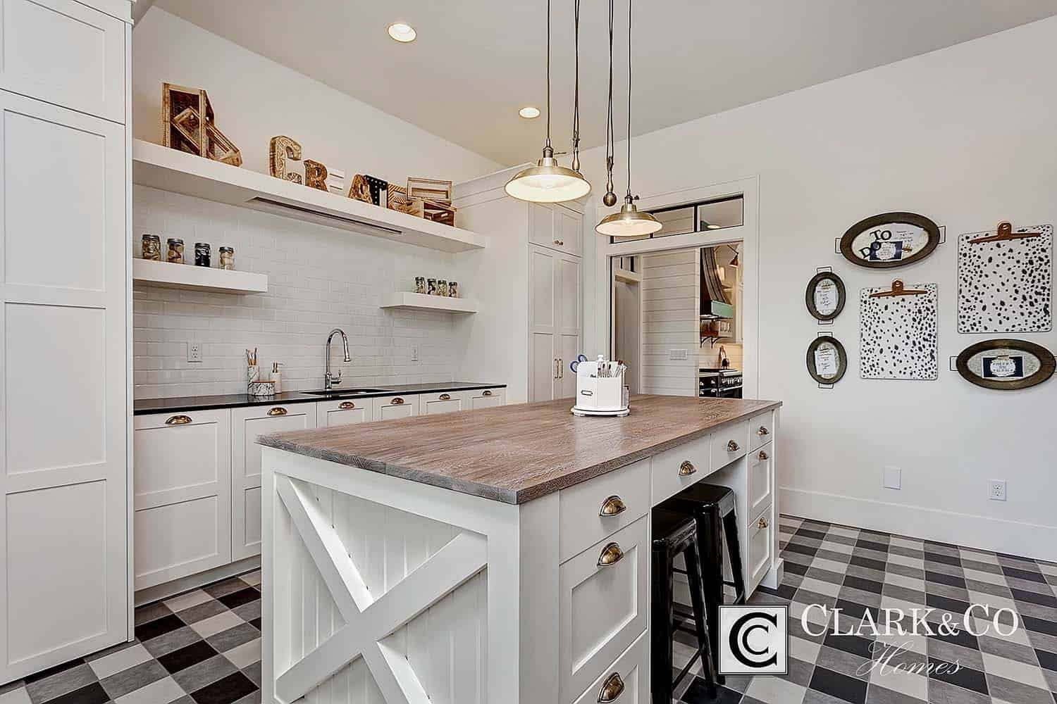 Modern Farmhouse Style-Clark and Co Homes-11-1 Kindesign