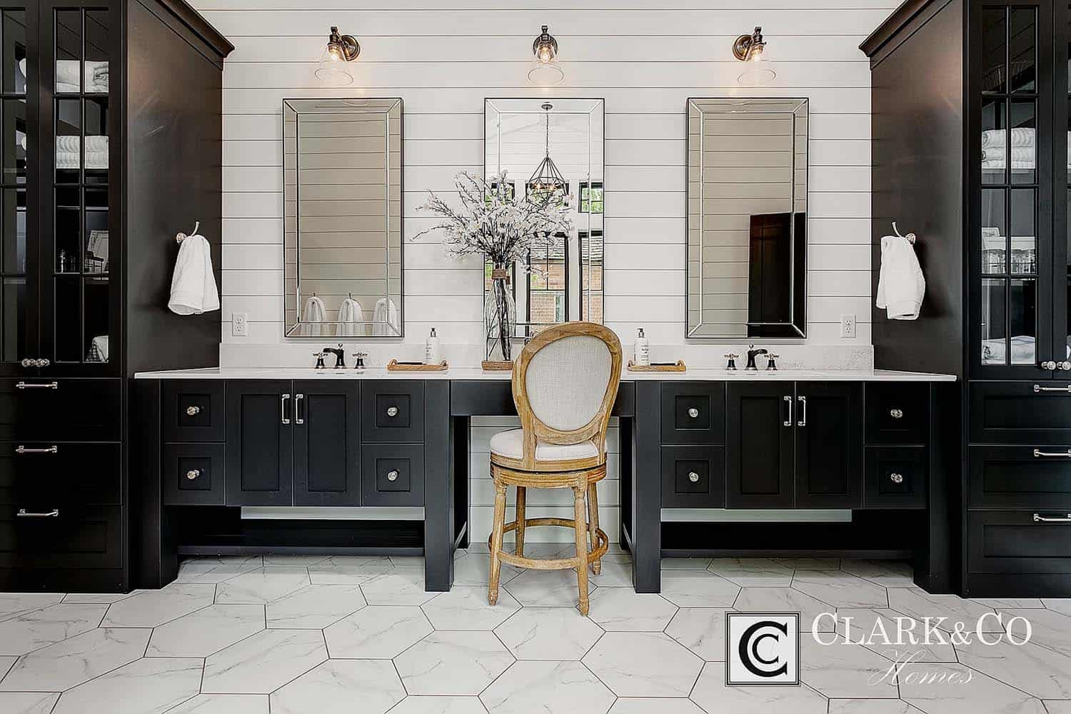 Modern Farmhouse Style-Clark and Co Homes-25-1 Kindesign