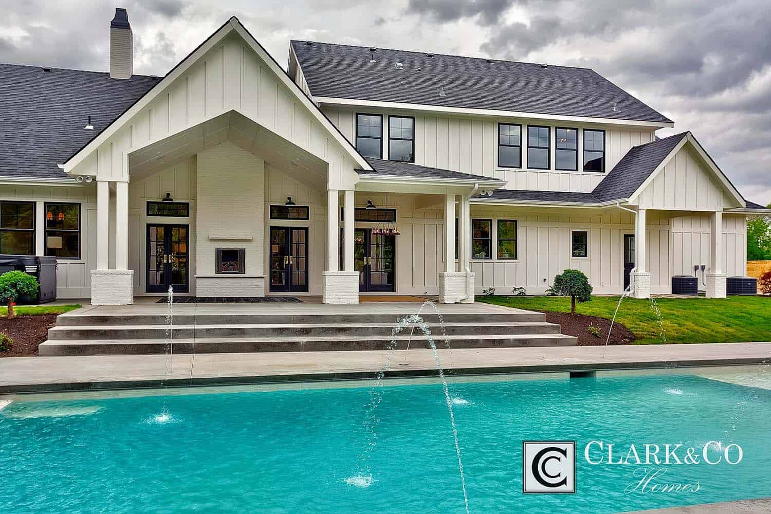 Modern Farmhouse Style-Clark and Co Homes-30-1 Kindesign