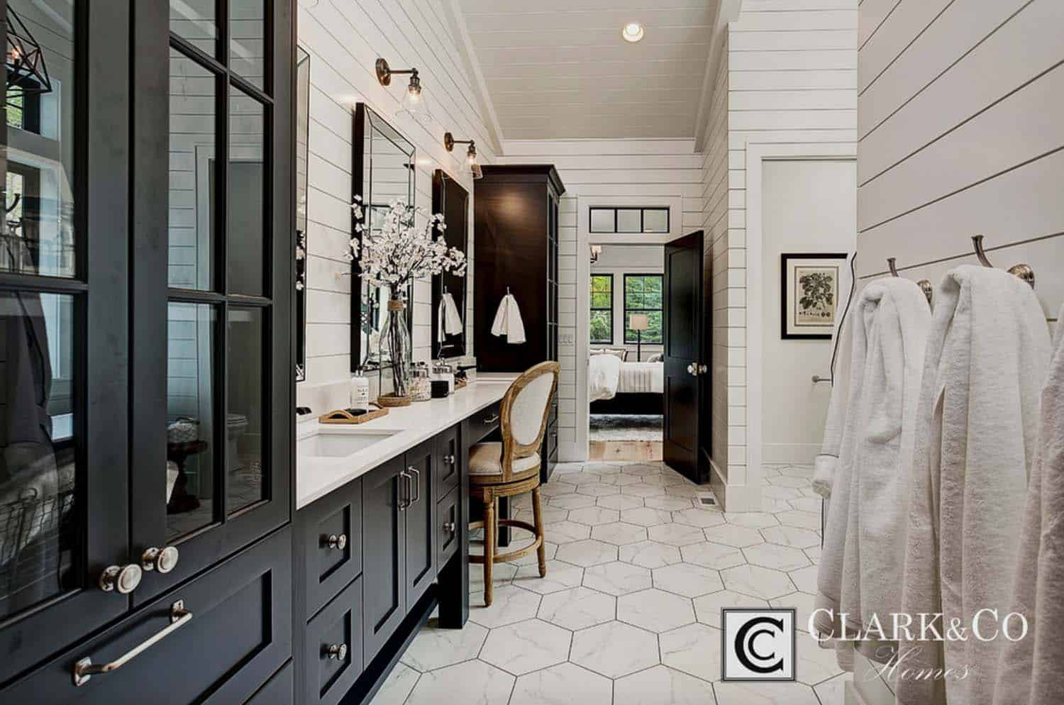 Modern Farmhouse Style-Clark and Co Homes-36-1 Kindesign