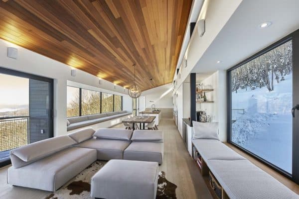 featured posts image for Modern ski chalet nestled in snowy slopes of the Laurentian Mountains