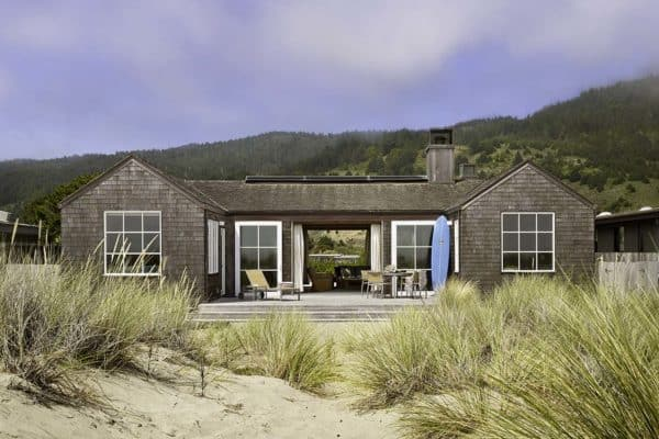 featured posts image for Weathered beach house retreat overlooking the Pacific Ocean