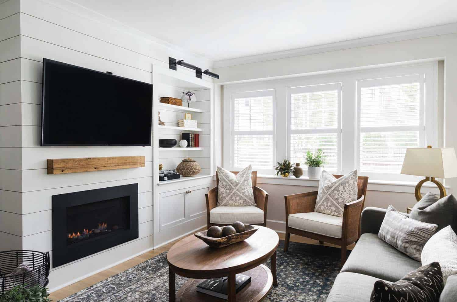 Dutch Colonial Style Home-Cummings Architects-09-1 Kindesign