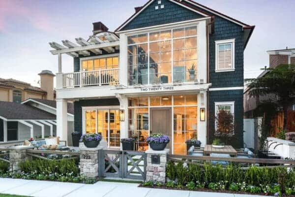 featured posts image for Stunning modern coastal home with inspiring details in Corona del Mar