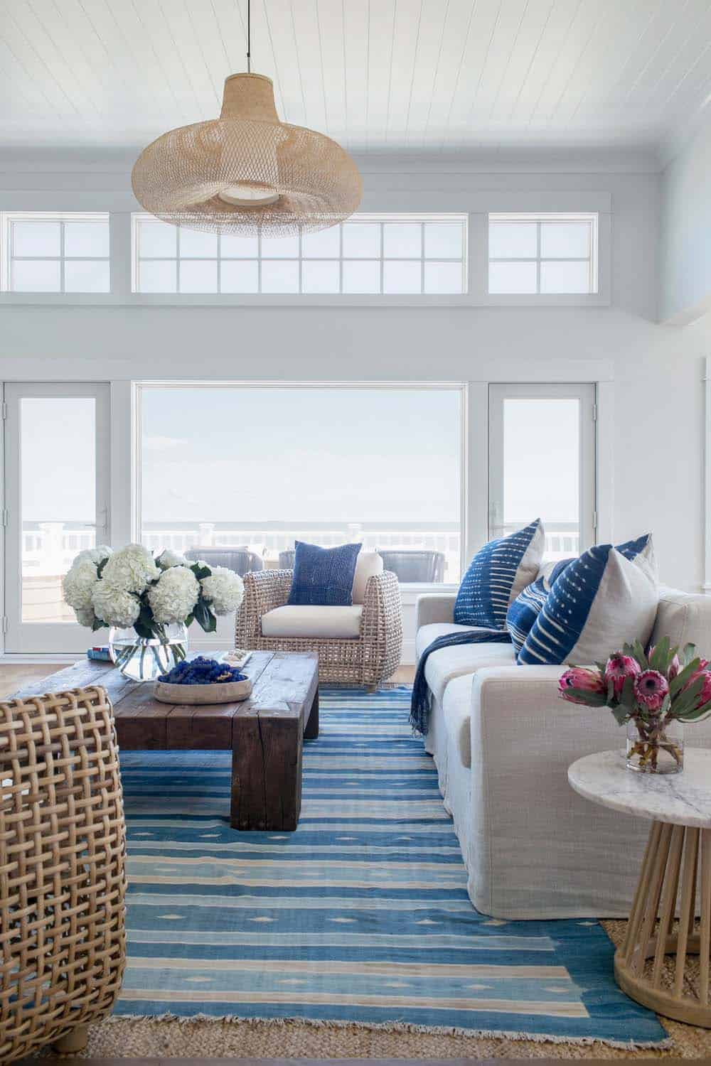 Coastal-Chic Beach Home-Chango Co-02-1 Kindesign