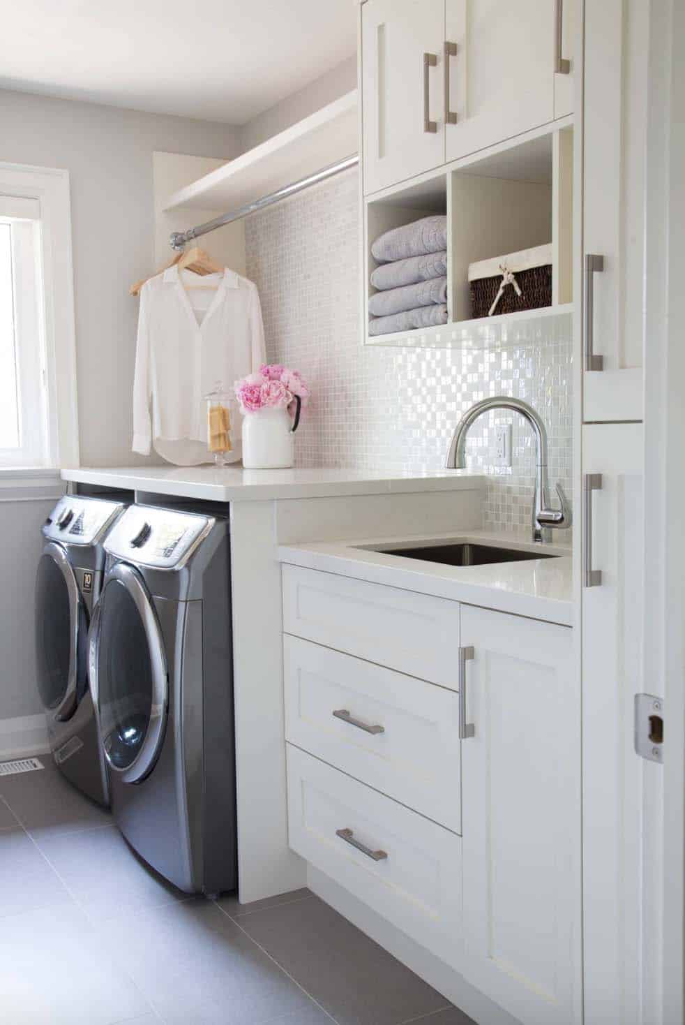 Functional-Stylish Small Laundry Rooms-08-1 Kindesign