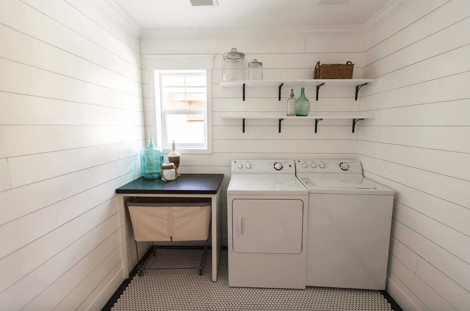 Functional-Stylish Small Laundry Rooms-13-1 Kindesign