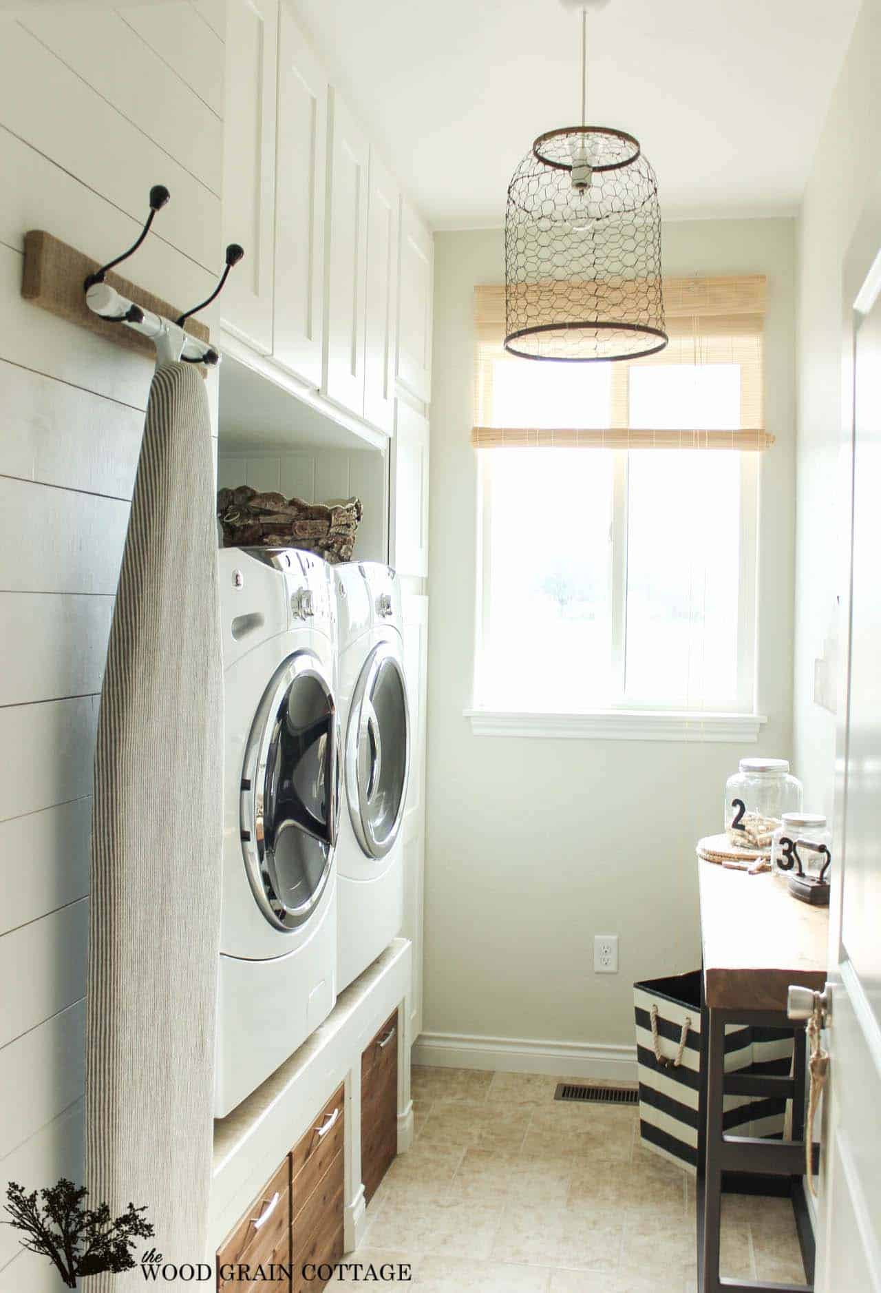 Functional-Stylish Small Laundry Rooms-28-1 Kindesign