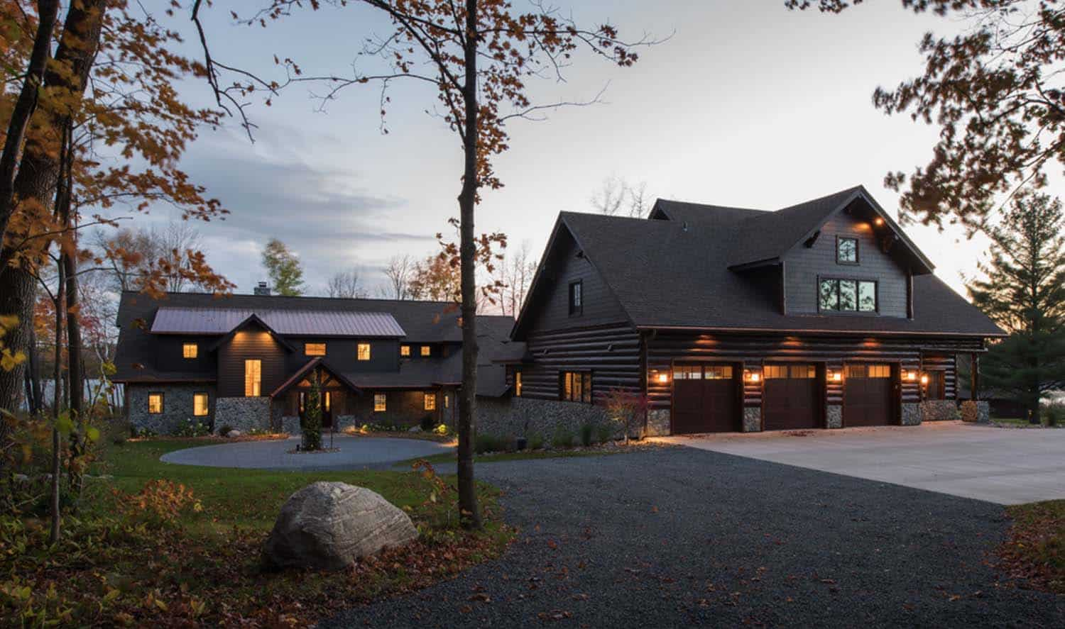Lodge-Style Lake House-Nor-Son Builders-01-1 Kindesign