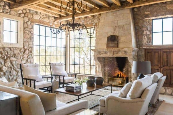 featured posts image for Mediterranean-style dream home with rustic interiors in the Arizona desert