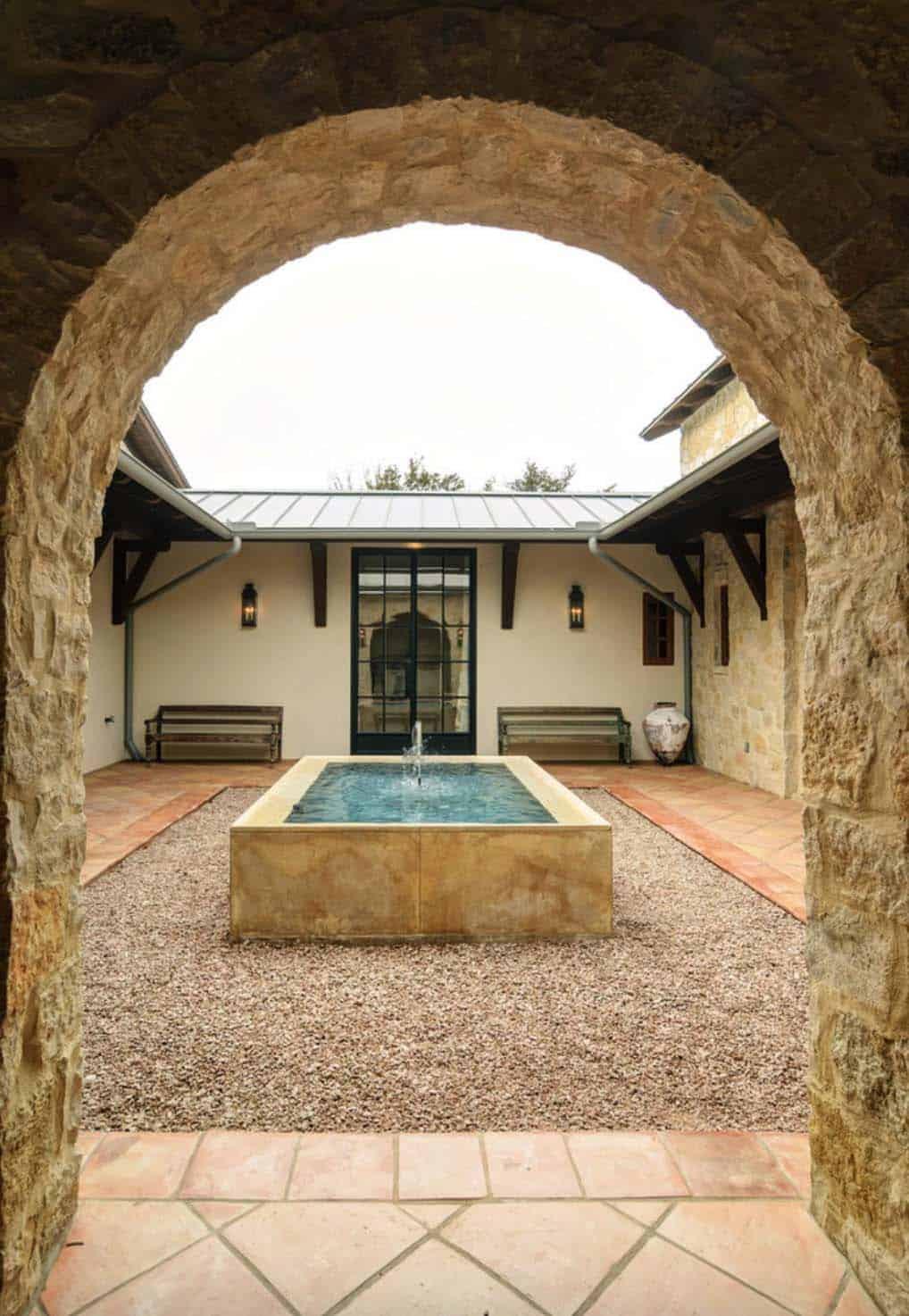 Rustic Mediterranean Style Home Design-04-1 Kindesign
