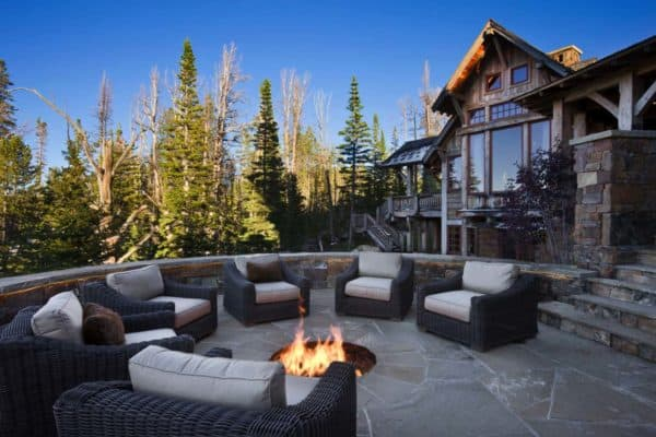 featured posts image for Rustic mountain retreat boasts lodge style appeal in Big Sky, Montana