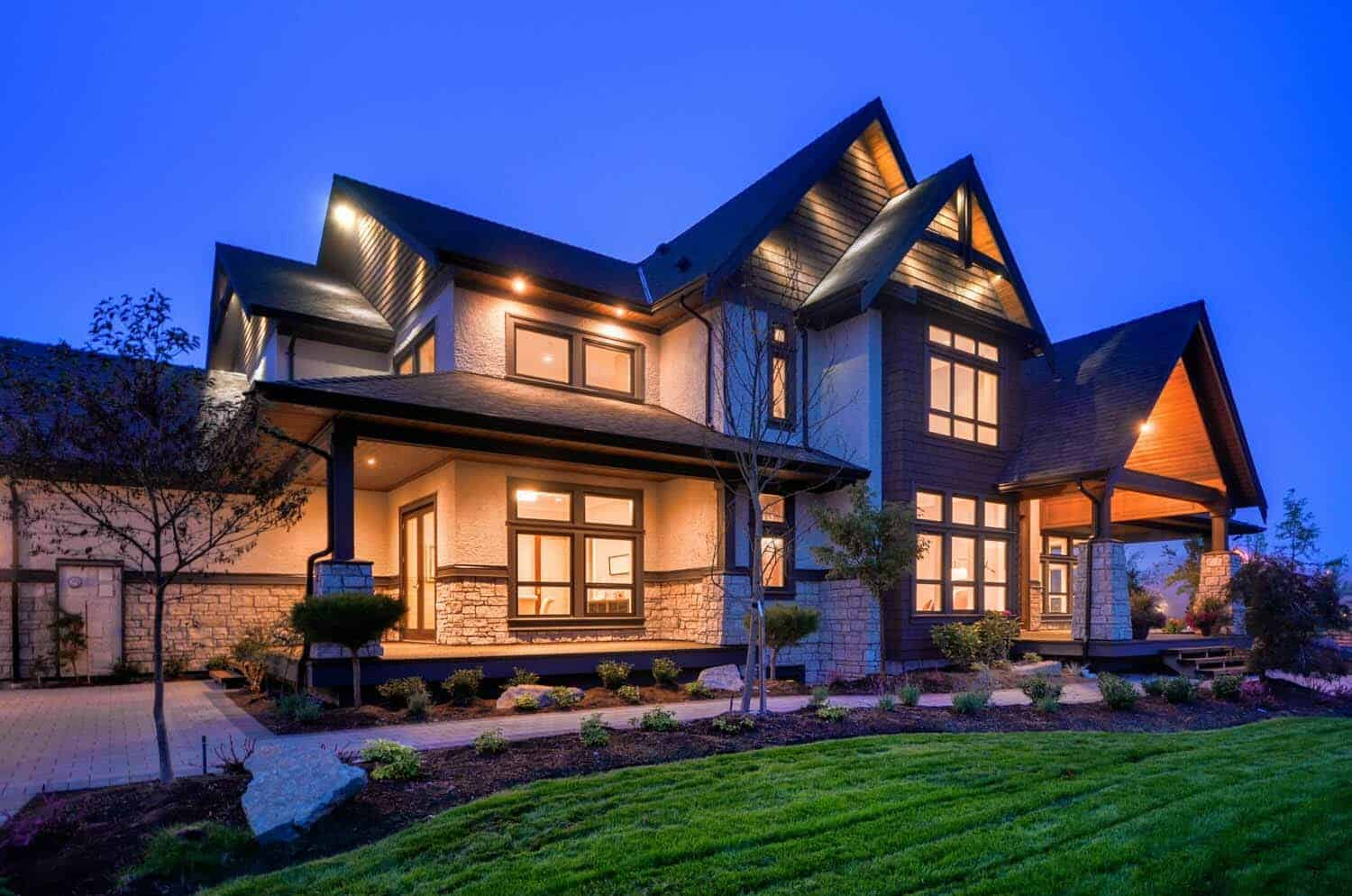 Transitional style home in british columbia showcases for Transitional house plans