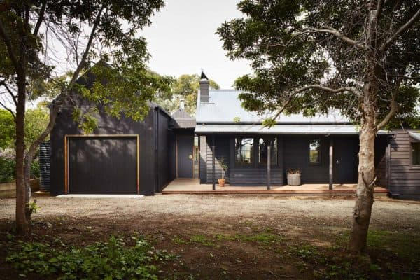 featured posts image for Australian seaside cottage gets a refreshing contemporary overhaul