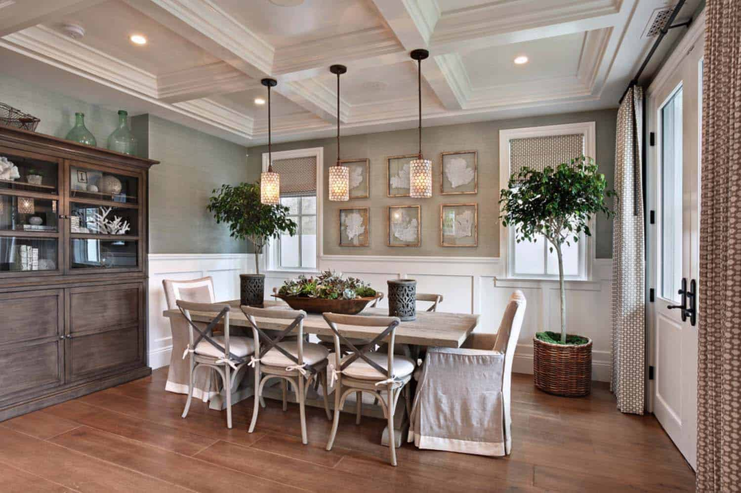 Beach Style Home-Dining Room