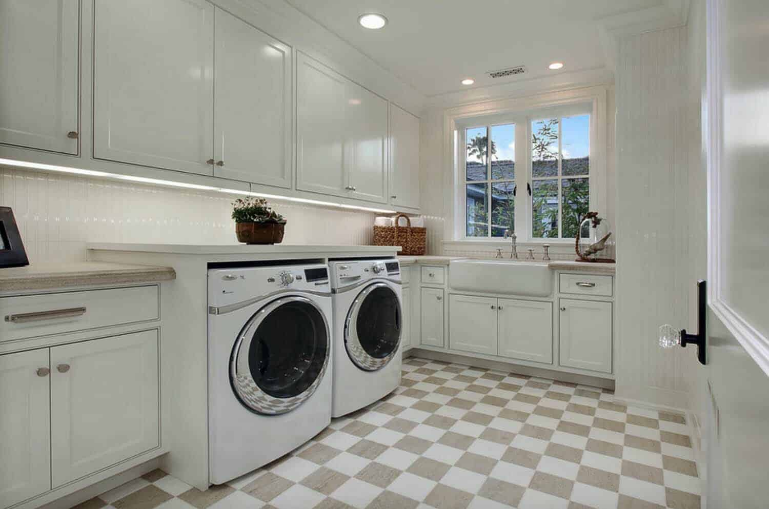 Beach Style Home-Laundry Room