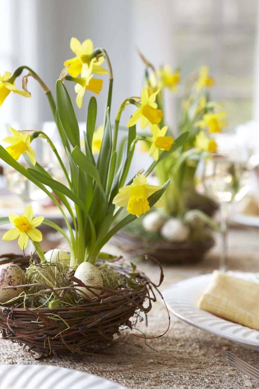 How To Decorate Your Home With Spring Flower Arrangements-24-1 Kindesign